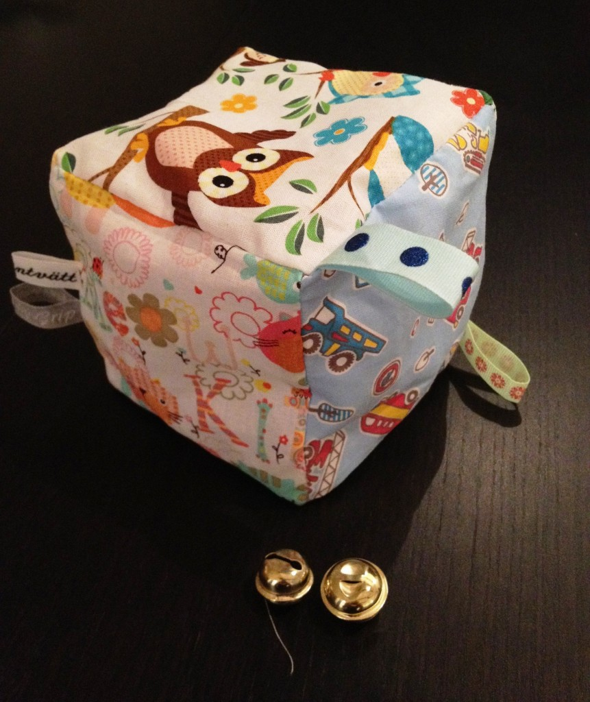 Baby toy cube and bells