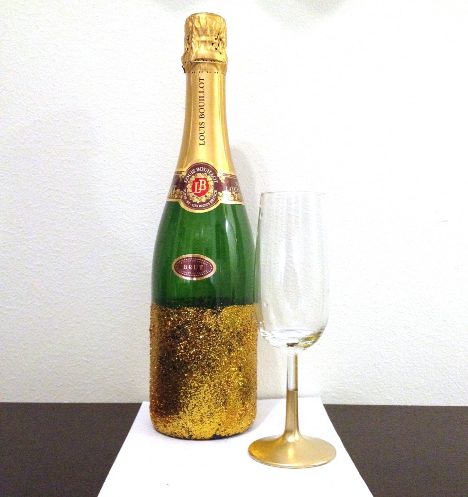 Decorate champagne bottle with gold handcraft by grip for How to decorate a bottle with glitter