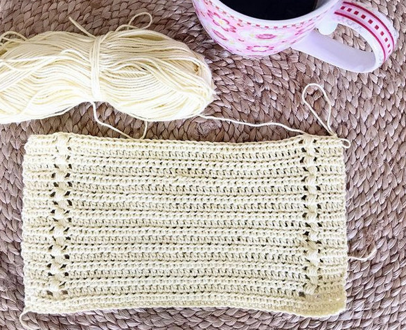 Half double and single crochet stitches in a mix